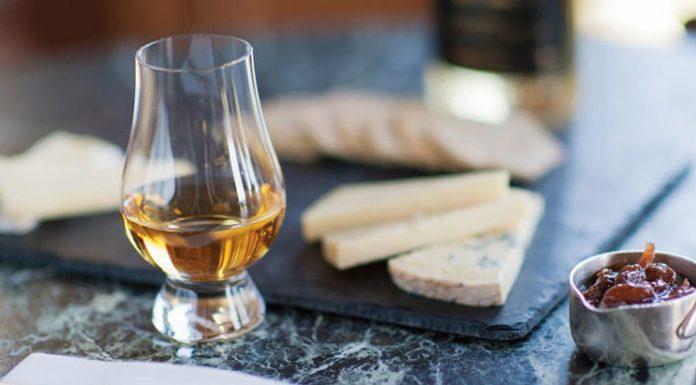 Ăn gì khi uống whisky để nâng tầm hương vị